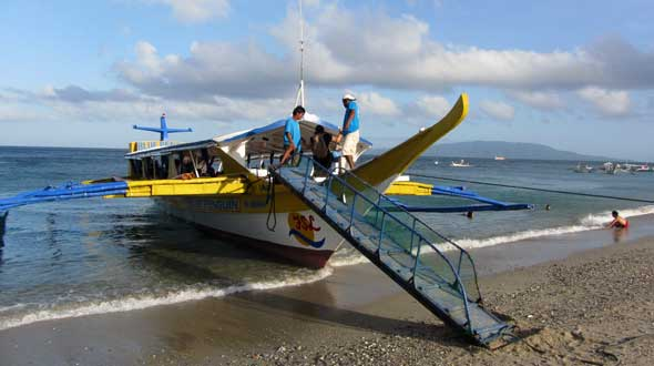 Banka departing Puerto Galera