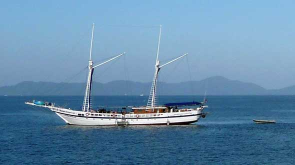 Liveaboard yacht